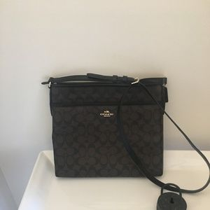 Coach Kitt Messenger Crossbody Signature Handbag